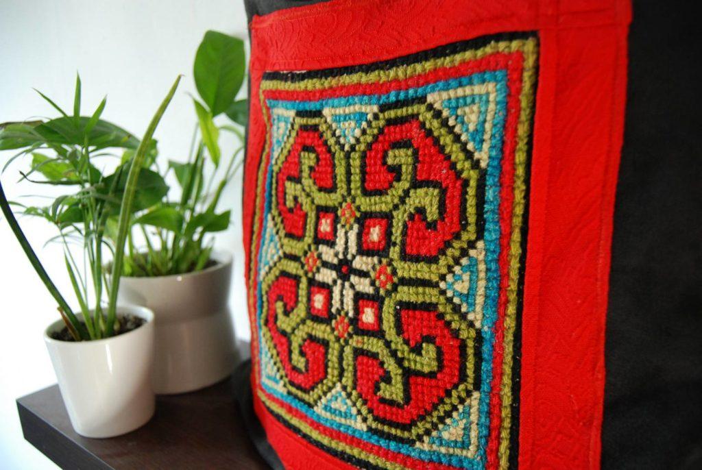 F0066DTAL torebka Czarna alca i haft krzyżykowy czerwony Haftowanka formatka