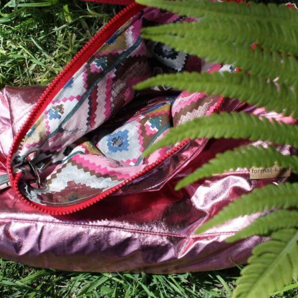 torba z recyklingu błyszcząca pikowka z suwakiem w paprociach