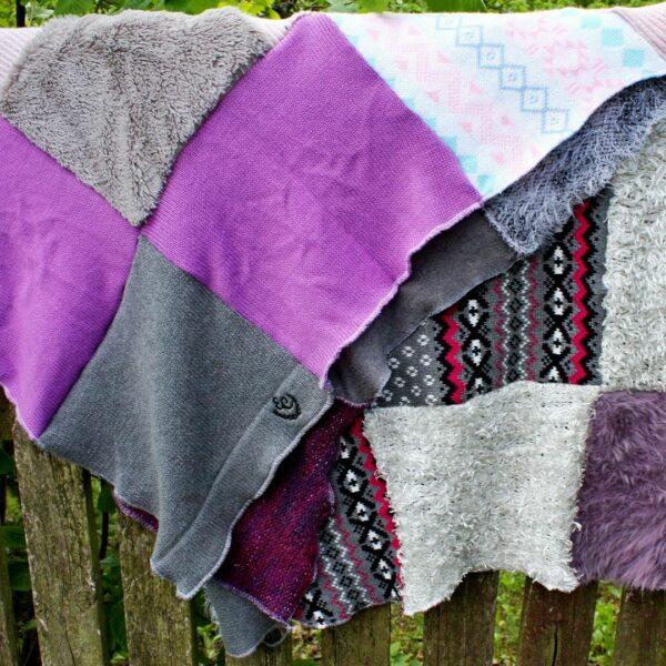 patchworkowy koc w pastelowych kolorach